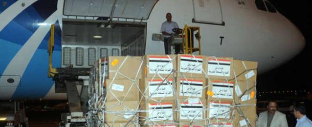 الجيش يرسل 13 طن مواد غذائية للمصريين على الحدود التونسية