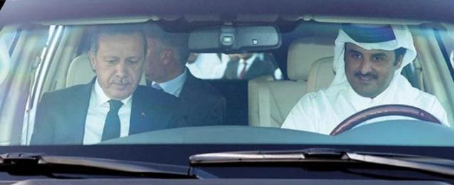 """أمير قطر يقود السيارة لـ""""أردوغان"""""""