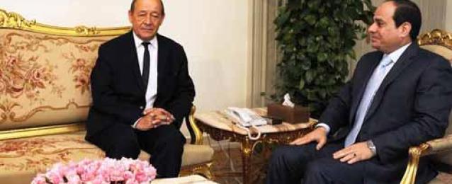 السيسي يلتقي وزير دفاع فرنسا.. وقمة مرتقبة مع أولاند على هامش الجمعية العامة للأمم المتحدة