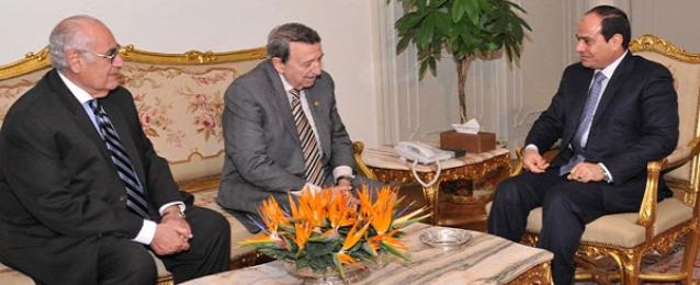 السيسى يستعرض مع العالم مصطفى السيد استخدام النانو تكنولوجى فى مجال الزراعة