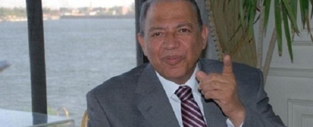 محافظ أسيوط يغلق مركزا طبيا بسبب وجود مخالفات ادارية