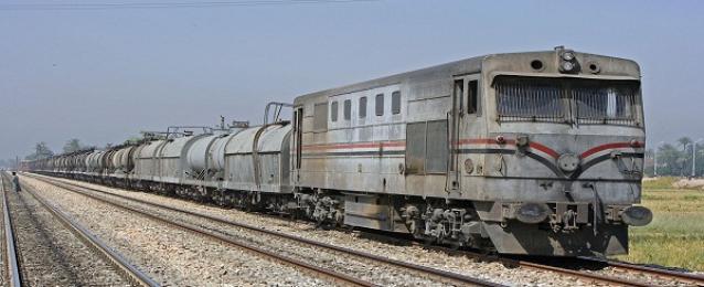 محافظ السويس: حركة القطارات منتظمة وتسير بشكل طبيعي