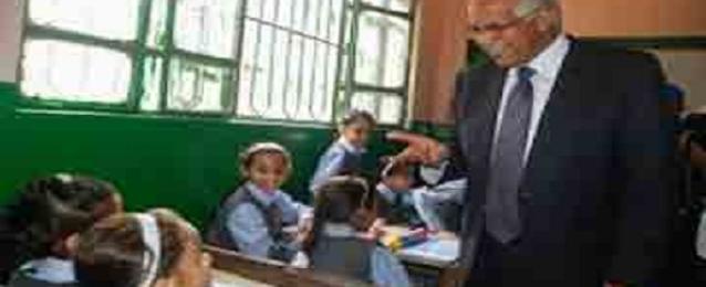 محافظ القاهرة : يصدر تعليماته بسد العجز من الأثاث بمدرسة بالمعصرة