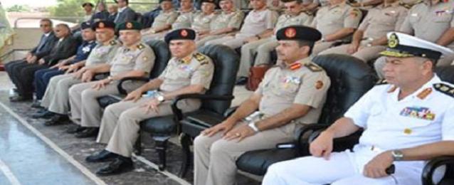 وزير الدفاع يشهد اجراءات رفع الكفاءة القتالية لاحد تشكيلات المنطقه المركزية