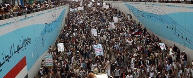 يمنيون يتظاهرون لحث الحوثيين على الانسحاب من صنعاء