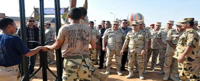 القوات المسلحة تقدم مساعدات للأسر المتضررة من عائلتي الدابودية والهلايل باسوان