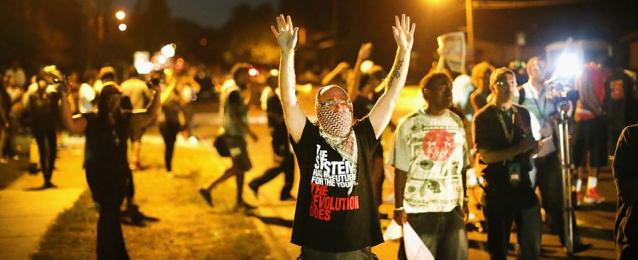 يو إس إيه توداي: التوتر يخيم على مدينة فيرجسون الأمريكية بعد مقتل مراهق أسود آخر