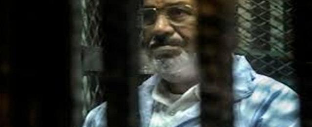 """وصول مرسي وآخرين لأكاديمية الشرطة استعداد لمحاكمته في """"أحداث الاتحادية"""""""