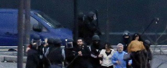"""مقتل المشتبه بهما فى الهجوم على مجلة """"شارلى إبدو"""".. وتحرير الرهينة"""