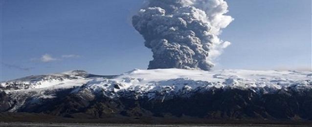 إخلاء جزيرة يابانية نائية بعد ثورة بركان