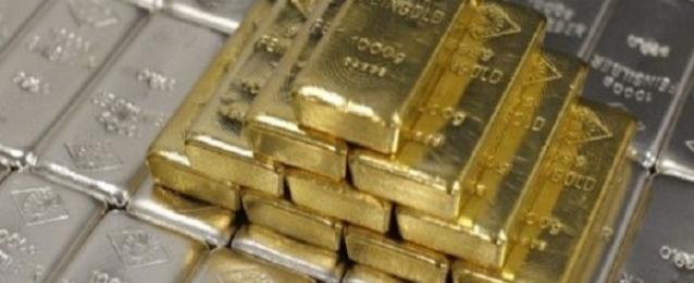 الذهب ينزل من أعلى مستوى في 3 أشهر