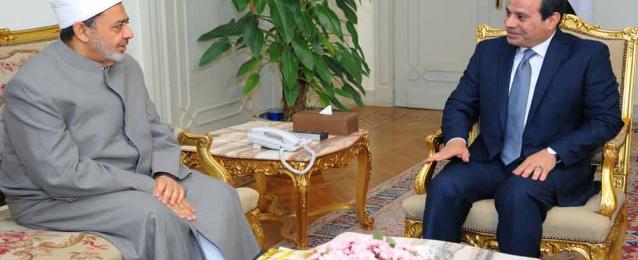 الرئيس يشيد بالأزهر الشريف جامعا وجامعة