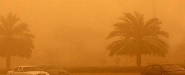 عاصفة ترابية تضرب القاهرة تسبب انعدام جزئي للرؤية
