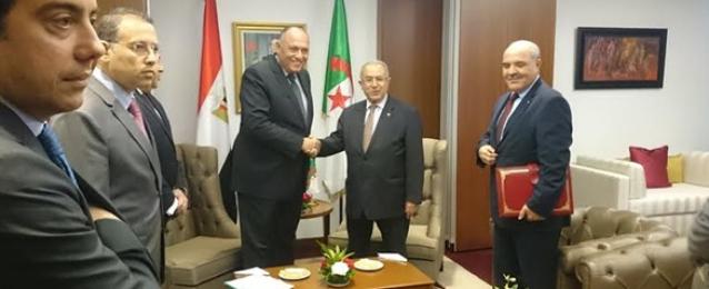 وزير الخارجية يلتقي لعمامرة في مستهل زيارته إلى الجزائر.. وتعزيز العلاقات أبرز الملفات