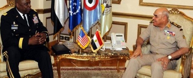 وزير الدفاع يبحث مع قائد القيادة المركزية الأمريكية التدريبات المشتركة