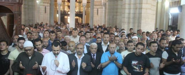 الآلاف يؤدون صلاة الجنازة على شهيد القوات المسلحة بالمنوفية