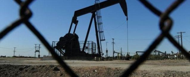 أسعار النفط ترتفع قبل اجتماع أوبك مع نزول الدولار