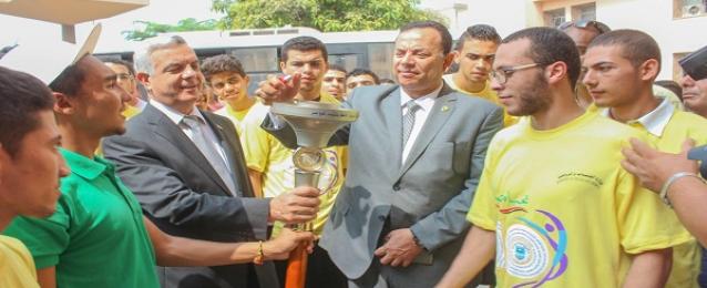 محافظ المنوفية يستقبل شعلة الدلتا لأسبوع شباب الجامعات المصرية