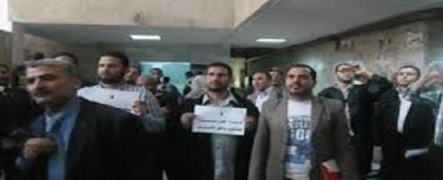 """""""وقفة احتجاجية للمحامين بالمنيا"""" للمطالبة بتفعيل قانون الادارات القانونية"""