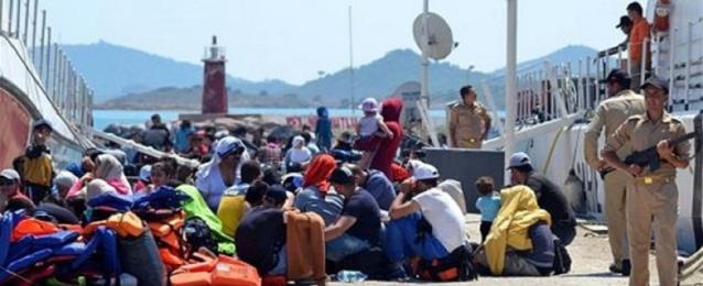 اليونان تبدأ اليوم أول عملية لإعادة توطين اللاجئين