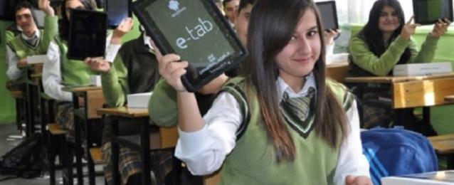 الحكومة تنفي إجبار الطلاب على شحن التابلت برصيد 100 جنيه قبل دخول الامتحان