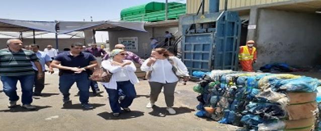 وزيرة البيئة تواصل جولاتها التفقدية لمصانع تدوير المخلفات بزيارة لمصنع الغردقة