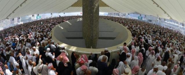 الحجاج يواصلون رمى الجمرات فى ثالث أيام التشريق قبل توجههم إلى مكة لاداء طواف الوداع