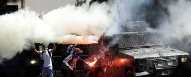 مظاهرات تشيلى تتحول إلى حرب شوارع فى اشتباكات عنيفة مع الشرطة