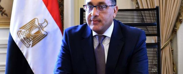 رئيس الوزراء يتابع تطبيق الحظر وتوافر السلع وموقف المصابين والمخالطين