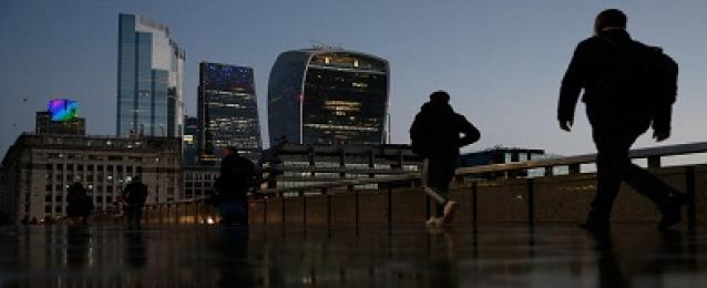 لندن تعرض خطة لرفع جميع قيود كوفيد بحلول أواخر يونيو
