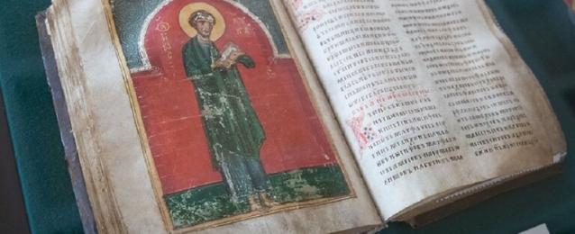 روسيا تعرض مخطوطة أرثوذكسية مرمّمة تعود إلى القرن العاشر الميلادي