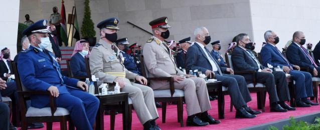 وزير الدفاع يعود إلى أرض الوطن عقب زيارته للأردن