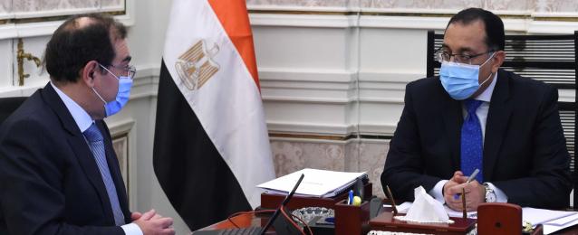 رئيس الوزراء يتابع مع وزير البترول موقف تنفيذ المشروعات