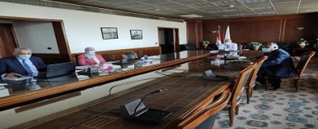وزير الرى يتابع موقف المشروعات المنفذة في مجال الصرف الزراعى