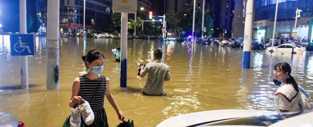 """إغلاق الطرق السريعة والسكك الحديدية في مقاطعة """"خبي"""" الصينية بسبب العواصف والأمطار"""