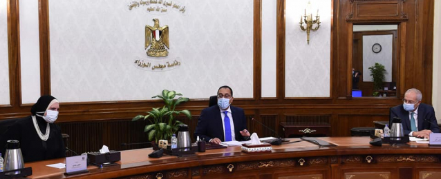 رئيس الوزراء يستعرض مقترحا لإنشاء مركز لتصنيع السيارات شرق بورسعيد