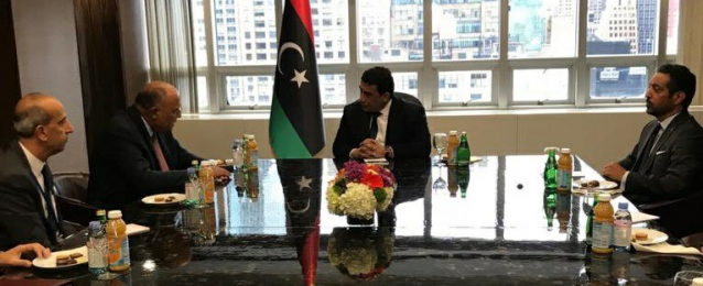 شكري يبحث العلاقات الثنائية مع رئيس المجلس الرئاسي الليبي