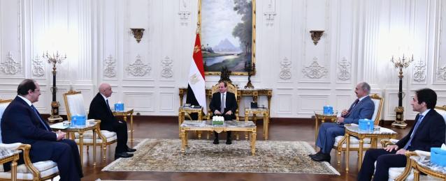 بالفيديو : الرئيس السيسى يستقبل عقيلة صالح والمشير خليفة حفتر