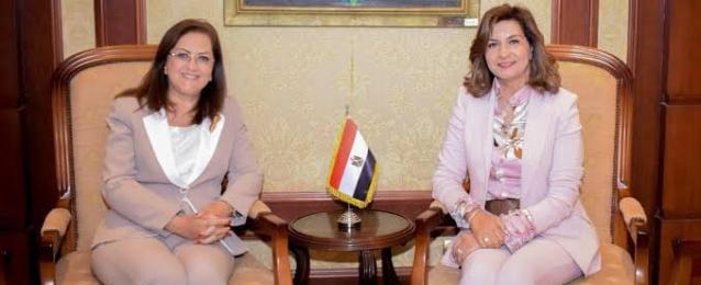 """في إطار التعاون بين """"الهجرة"""" و""""التخطيط"""".. إتاحة ملخص لتقرير الأمم المتحدة للتنمية البشرية مصر 2021″ على صفحات الوزارة ومركز """"MEDCE"""""""