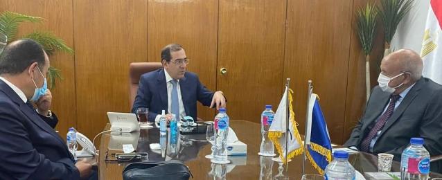 وزير البترول يستقبل رئيس شركة جيوشى موتورز لبحث التعاون في مجالات إنتاج مركبات النقل الجماعى العاملة بالغاز