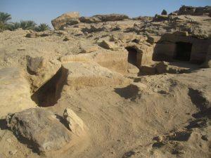 الكشف عن 12 مقبرة جديدة بمنطقة جبل السلسلة بأسوان