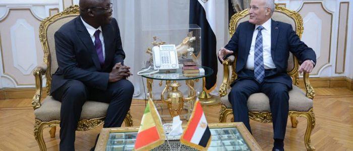 """""""العصار"""" يستقبل مستشار رئيس السنغال ورئيس شركة فالكون لبحث سبل التعاون"""