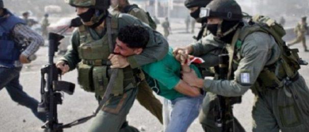 إصابة 30 طفلا فلسطينيا بالاختناق جراء اعتداءات الاحتلال ومستوطنيه على مدرسة بالخليل
