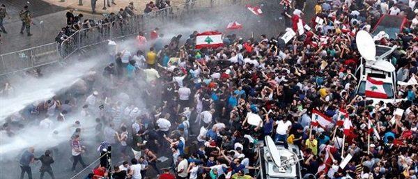 400 جريح في الصدامات بين المتظاهرين والأمن في لبنان